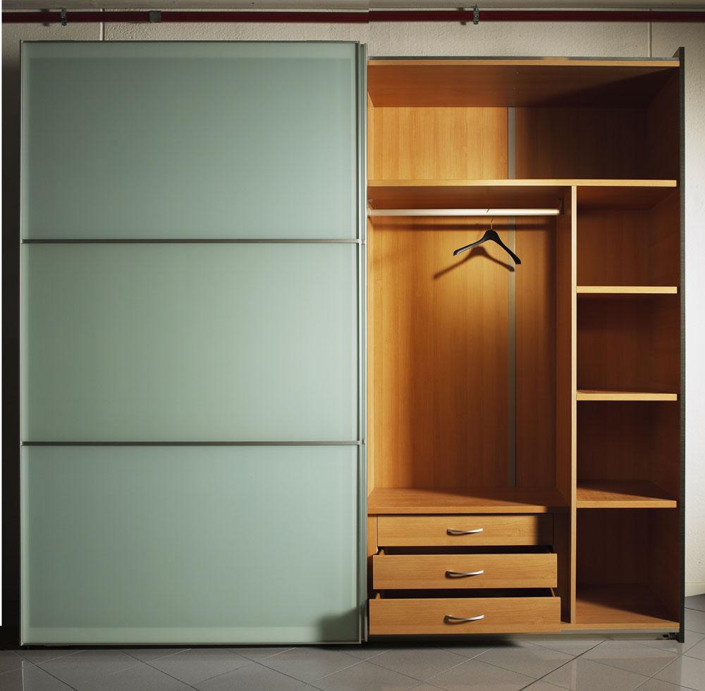 定制衣柜适合你?还是成品衣柜?