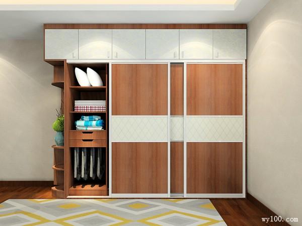 维意风格「阿尔卑斯」,以奶白色、木黄色为主,整体感觉清新素雅。改风格的面板是白蜡木+香雪意境吸塑组合,共同营造淡雅的意境。此设计强调结构简单与功能舒适和实用,略偏简欧风格,着重在于突显出装饰主义风味的古典质感,因此简约而不失格调。 维意风格「现代蓝调」,以深蓝色、米灰色为主,整体感觉宁静开阔。该风格的面板是牙色木纹+湖影蓝黛组合。这抹蓝,蓝得通透、蓝得舒适,让人心生遨游蓝天碧海之感,宁静逍遥,羡慕就要拥有!此外,该风格最大的特点就是柜体采用隐形拉手,实用又简约。 维意风格「斯德哥尔摩」,以黑色、纯白