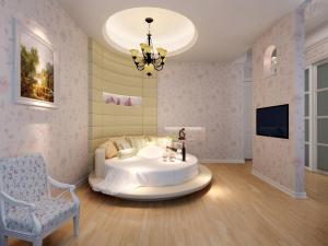 原木地板圆形床卧室效果图