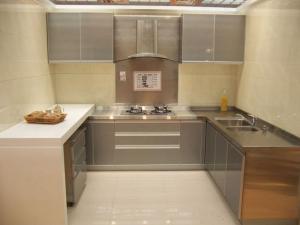 后现代不锈钢厨房橱柜