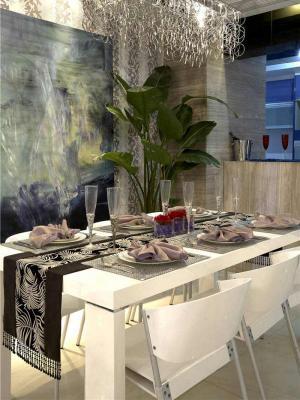 现代家用餐桌