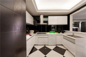 厨房厨柜黑白瓷砖