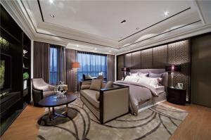 四居室主卧室的床