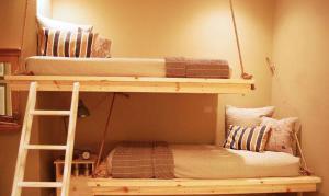 卧室高低床装修效果图设计图片