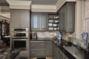 黑灰色不锈钢厨房橱柜