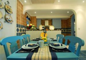 家用餐桌实拍图
