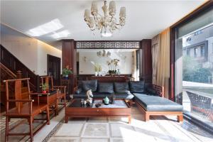 中式客厅背景墙实木家具