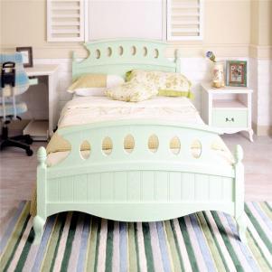 浅绿色单人床