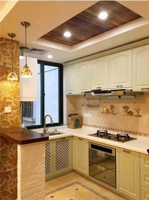 紧凑型厨房小橱柜