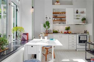 阳光厨房小橱柜